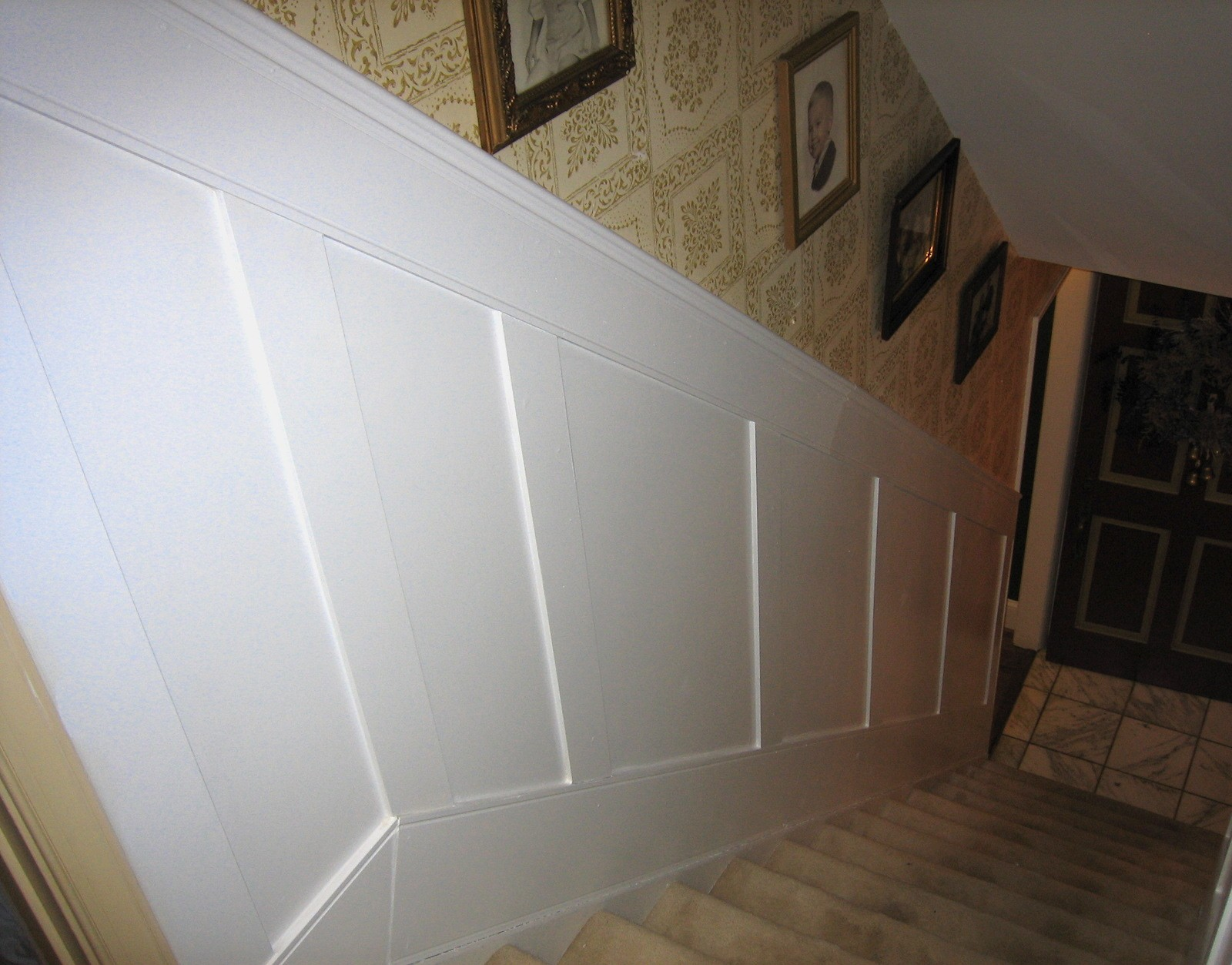 Elite FLAT Paneled Wainscot STAIR Kit with Panels in Paint Grade